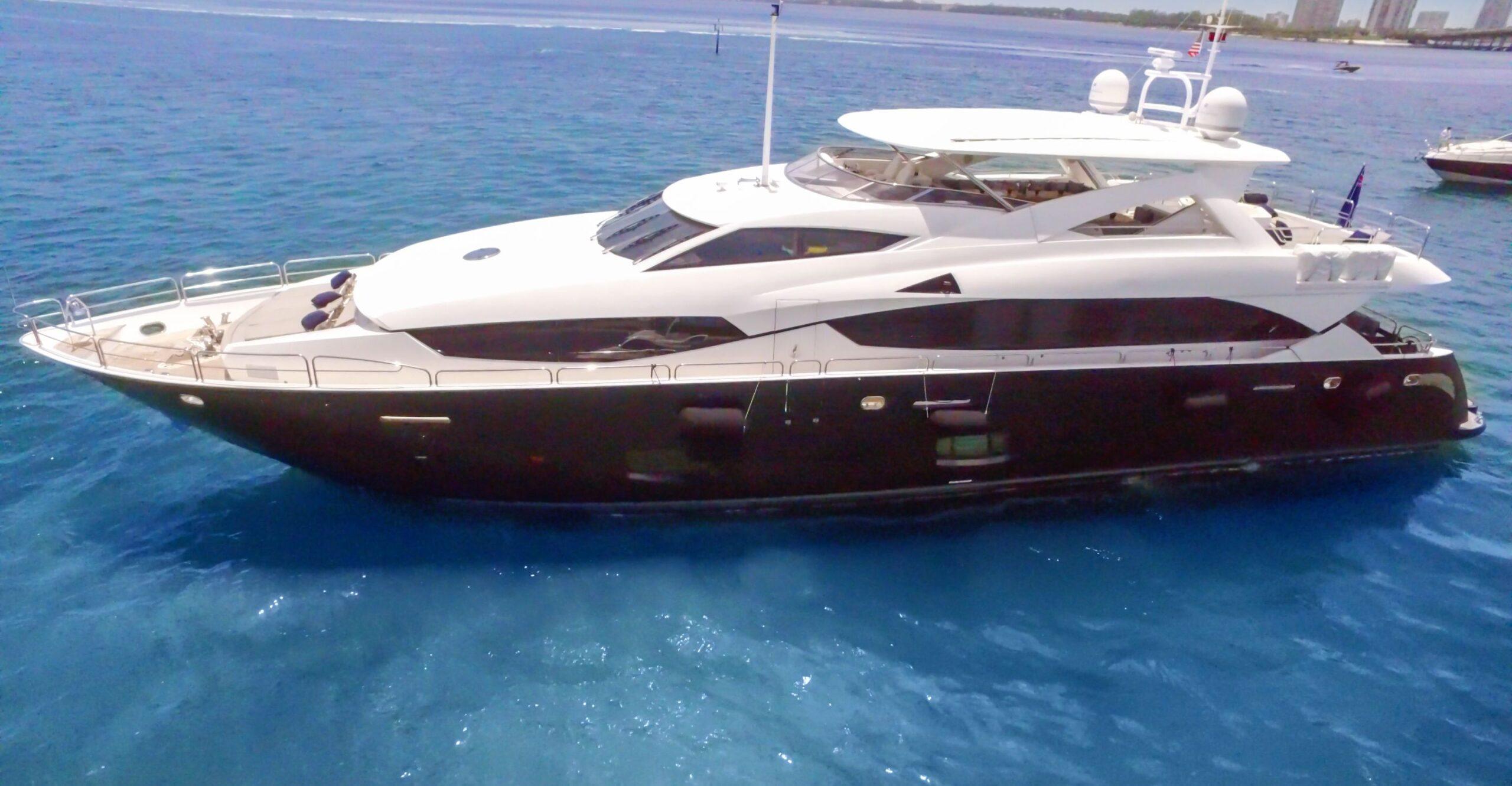 115' Sunseeker Luxury Yacht Charters