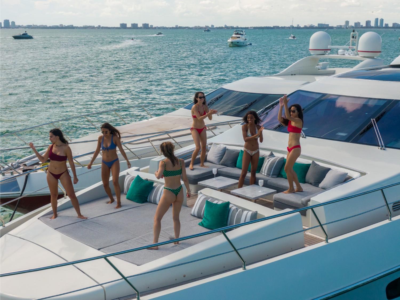 103' Azimut Luxury yacht Charters Miami 3