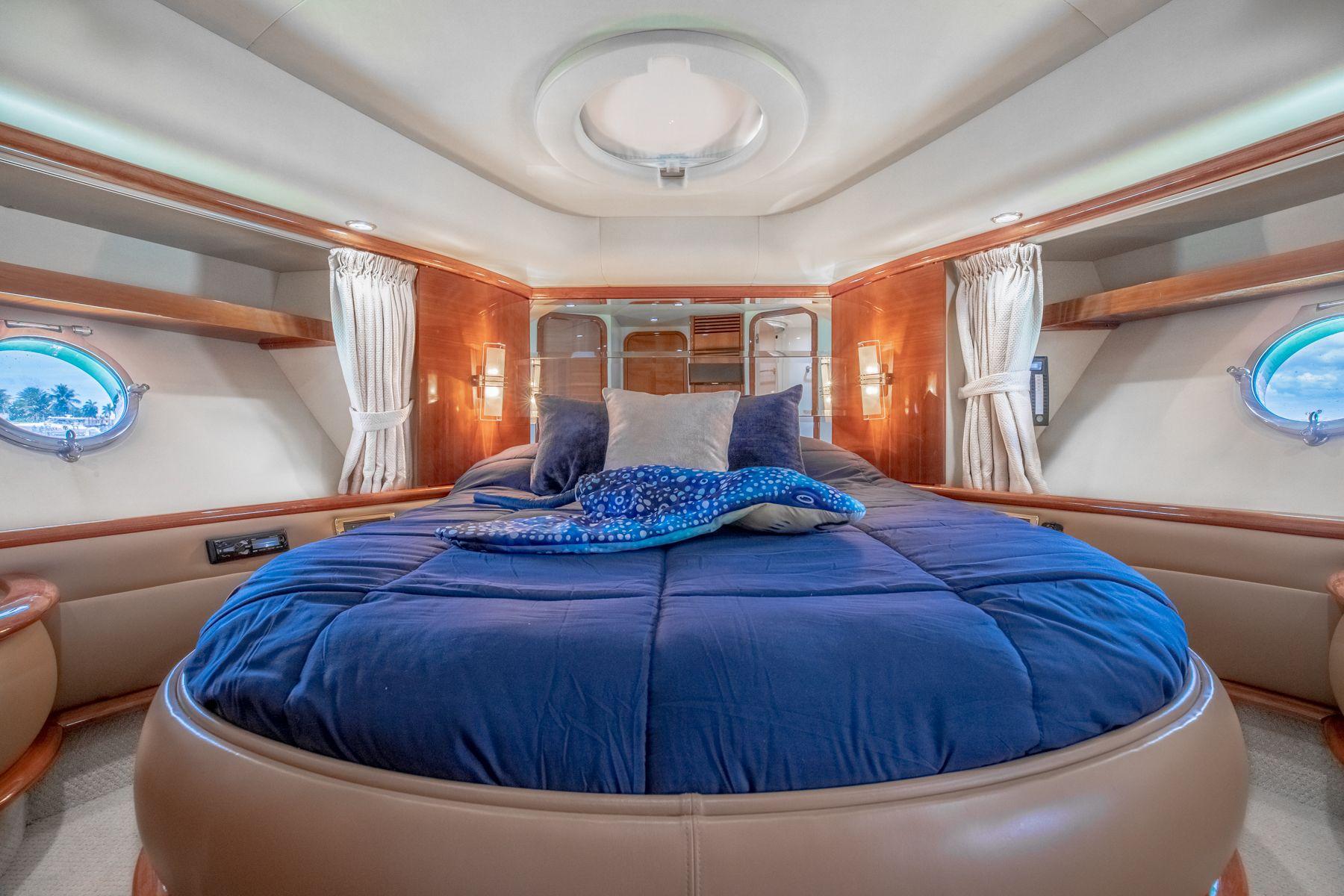 62 azimut Luxury Yacht Charters Florida 3